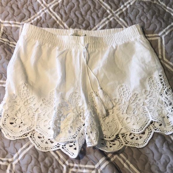 Vanilla Star Other - Girls white lace shorts with drawstring